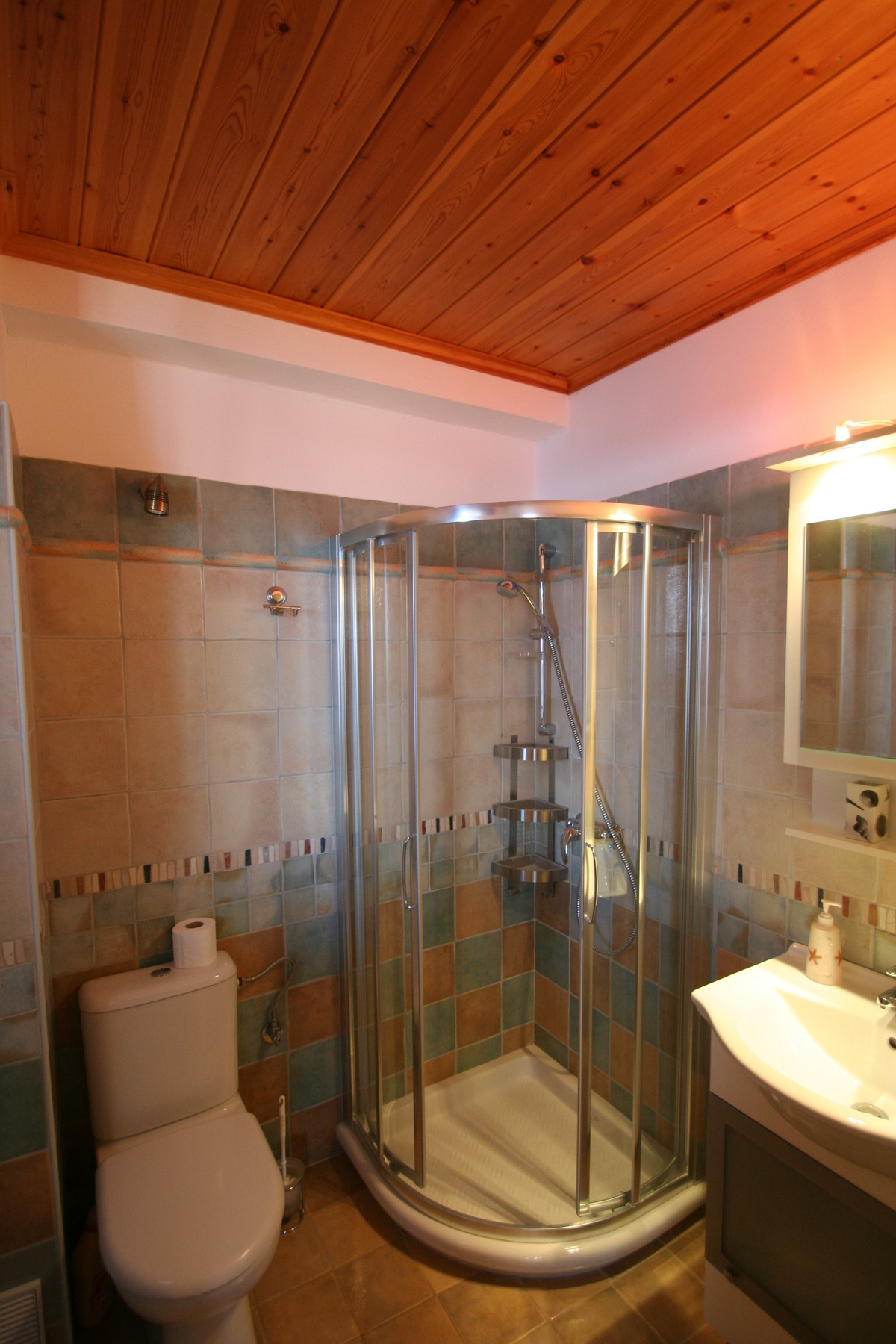 Rising Sun 1st floor bathroom
